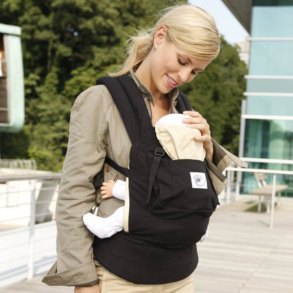 ergo-baby-carrier-original-black-camel-woman-carrying