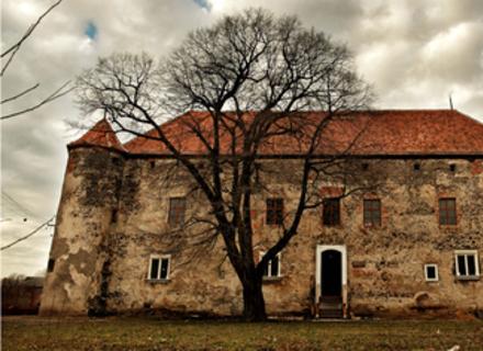 В замку Сент Міклош лунатиме кельтська музика та гулятимуть з факелами