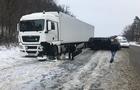 Під Ужгородом вантажівка зіштовхнулася з мікроавтобусом (ФОТО)