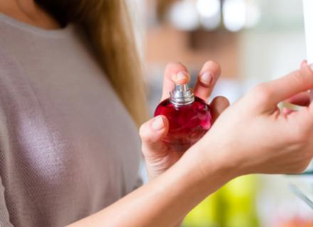 Как правильно выбрать парфюм девушке: классификация по возрасту