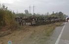 Вантажівка, якою керував закарпатець, перекинулася на Житомирщині