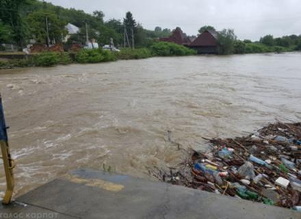 Кожного разу на Закарпатті паводки будуть все більш руйнівними. Через людей