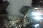 В Ужгороді біля відомого пабу згорів автомобіль (ФОТО, ВІДЕО)