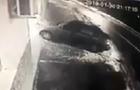 З'явилося відео з камер спостереження, як у Виноградові автомобіль вдарився у стіну будинку (ВІДЕО)
