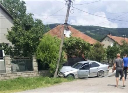 У Виноградові автомобіль вдарився в електроопору