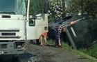 На Іршавщині мікроавтобус від зіткнення з вантажівкою перекинувся в канаву (ФОТО)