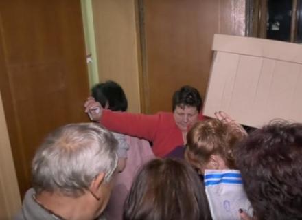 У Мукачеві до ОВК деякі коробки з бюлетенями здавали через чорний хід. Залучали поліцію (ВІДЕО)