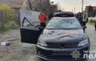 Мукачівська поліція затримала молодика, який порубав чуже авто сокирою, побив та пограбував людей