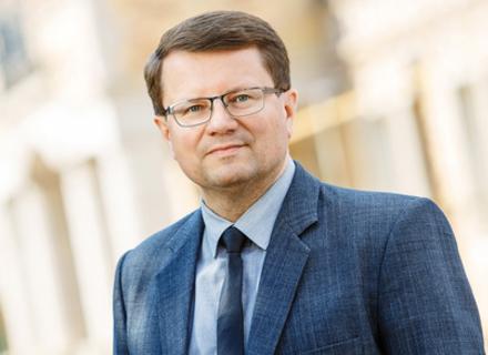 Кабмін погодив звільнення з посади голови Закарпатської ОДА Петрова і призначення на цю посаду Полоскова