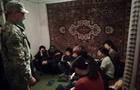 На Закарпатті 13 нелегалів з В'єтнаму ховалися в приватному будинку (ФОТО)