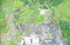 На Рахівщині через зсув грунту житловий будинок розвалило навпіл (ВІДЕО)