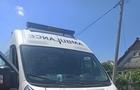На Мукачівщині чоловік вилами потрощив автомобіль швидкої допомоги