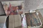 На Закарпатті у мікроавтобусі, який їхав до Румунії, виявили старовинні ікони та картини