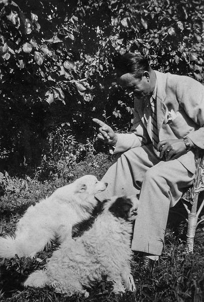 10_ Адальберт Ерделі зі своїми собаками
