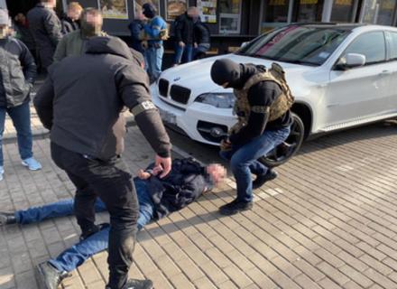 В Ужгороді провели спецоперацію по затриманню рекетира з Росії