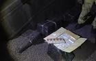 На Закарпатті прикордонники знайшли 2000 пачок сигарет у вантажному вагоні з рудою