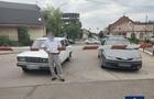 В Ужгороді на залізничному переїзді між шлагбаумами застрягли два автомобіля