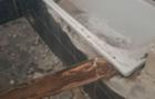 В Ужгороді патрульні виявили осіб, які намагалися демонтувати ванну з будівлі колишнього готелю