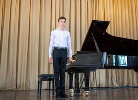 Ужгородець здобув друге місце на конкурсі молодих піаністів у Одесі