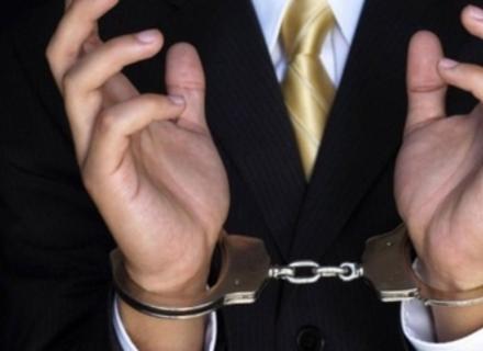 У Мукачеві затримали держвиконавця, який вимагав 2 тисячі доларів хабара