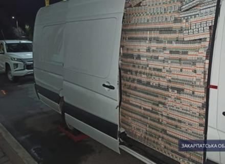 Судитимуть дипломата, який перевозив мікроавтобусом сигарети