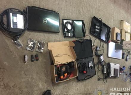 У мукачівця знайшли електронне обладнання для викрадення автомобілів
