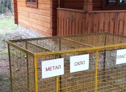 На територію Реабілітаційного центру бурих ведмедів на Синевирі можна потрапити безкоштовно, здавши порожню пляшку