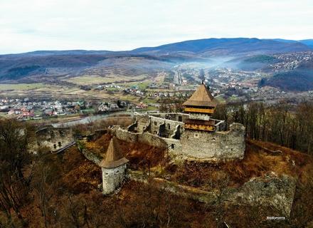 У Невицькому замку відреставрували головну вежу, де буде оглядовий майданчик