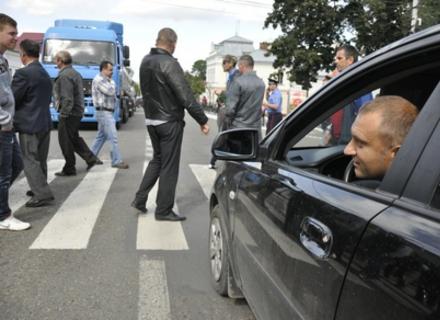 Псевдоактивісти нанесуть черговий удар по звичайним громадянам: на Закарпатті перекриють автотраси