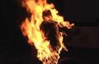 Обгорів, але вижив: У Рахові чоловік облив себе бензином та підпалив