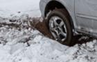 На Воловеччині чоловік загинув під автомобілем, який він штовхав
