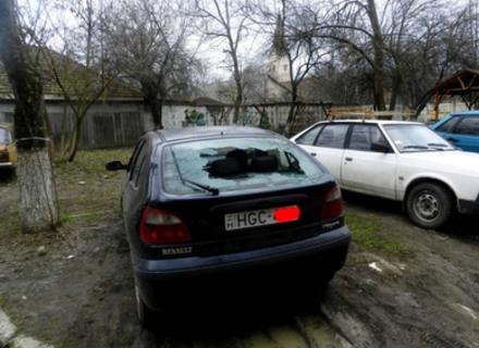 Провокатори дісталися Закарпаття: У Берегові невідомі розбили скло на 9-ти автомобілях з угорськими номерами