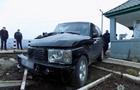 На Закарпатті на залізничному переїзді вантажний потяг вдарив легковий автомобіль (ФОТО)