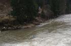 На Тячівщині автомобіль впав у річку. Водій не вижив