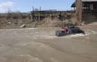На Рахівщині автомобіль з людьми опинився серед бурхливої річки (ФОТО)