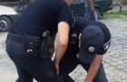 У Буковому поліцейського побив водій. Масових заворушень не було