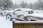На Закарпатті деякі села залишилися без електропостачання, рятувальники буксирують вантажівки на перевалах