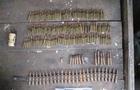 В Ужгороді поліція затримала чоловіка з обрізом та понад сотнею патронів