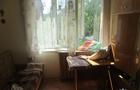Нічне пограбування оселі в Ужгороді: Грабіжник вдарив господиню ножем, коли та прокинулася