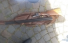 У Мукачеві чоловік ходив по вулиці з рушницею і стріляв у повітря