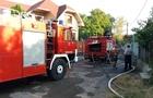Цілу годину три бригади рятувальників гасили пожежу у приватному будинку в Мукачеві