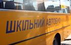 На Виноградівщині п'яний водій на Мазді вдарився в шкільний автобус і втік