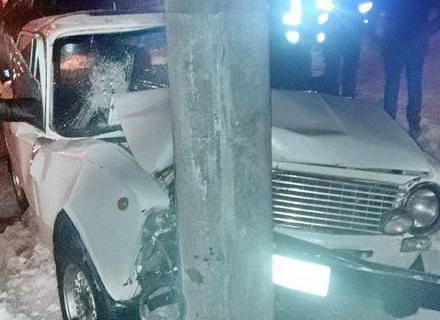 На Ужгородщині п'яний водій на ВАЗ вдарився в електроопору