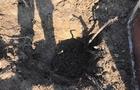 На Закарпатті на самому держкордоні з Угорщиною четверо чоловіків викопували підземний кабель