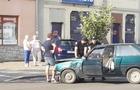 В Ужгороді після зіткнення один з автомобілів вилетів на тротуар і ледь не травмував пішоходів