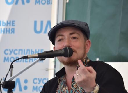 Рекорд України: В центрі Ужгорода музикант Кауфман 10 годин гратиме на електронному піаніно (ВІДЕО)