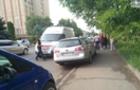 Дівчинка, яка в Ужгороді випала з вікна шостого поверху, має багато переломів, але залишилася живою