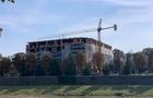В Ужгороді молодий хлопець впав з третього поверху на будівництві багатоповерхівки в центрі міста