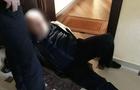 В Ужгороді поліцейські затримали чоловіка, який вдарив жінку ножем в живіт