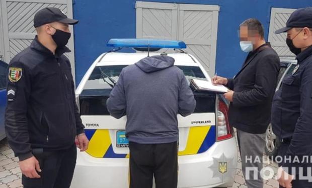 На Рахівщині правоохоронці затримали двох злодіїв, які вчинили понад десять крадіжок